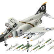 F-4J PHANTOM US NAVY REVELL 03941 Plastic Model Kit