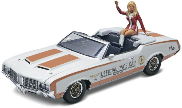 72 OLDS INDY PACE CAR REVELL 4197 Plastic Model Kit
