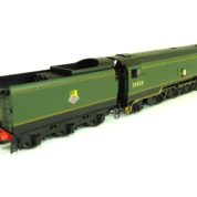 Hornby R3436 Class 8P Merchant Navy 4-6-2 35028 'Clan Line' in BR Green with early emblem